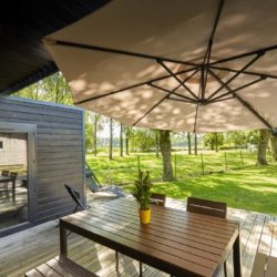 camping-vendee-chalet-prestige-terrasse-vue-lac