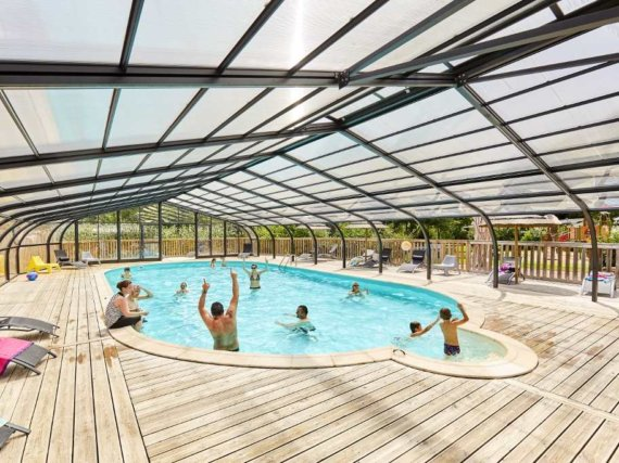 camping-vendee-piscine-couverte-chauffee-interieur-activites